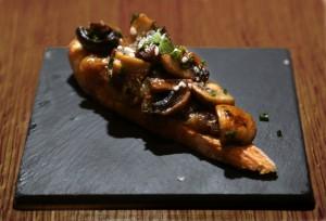 crostini de champignons, oignons confits