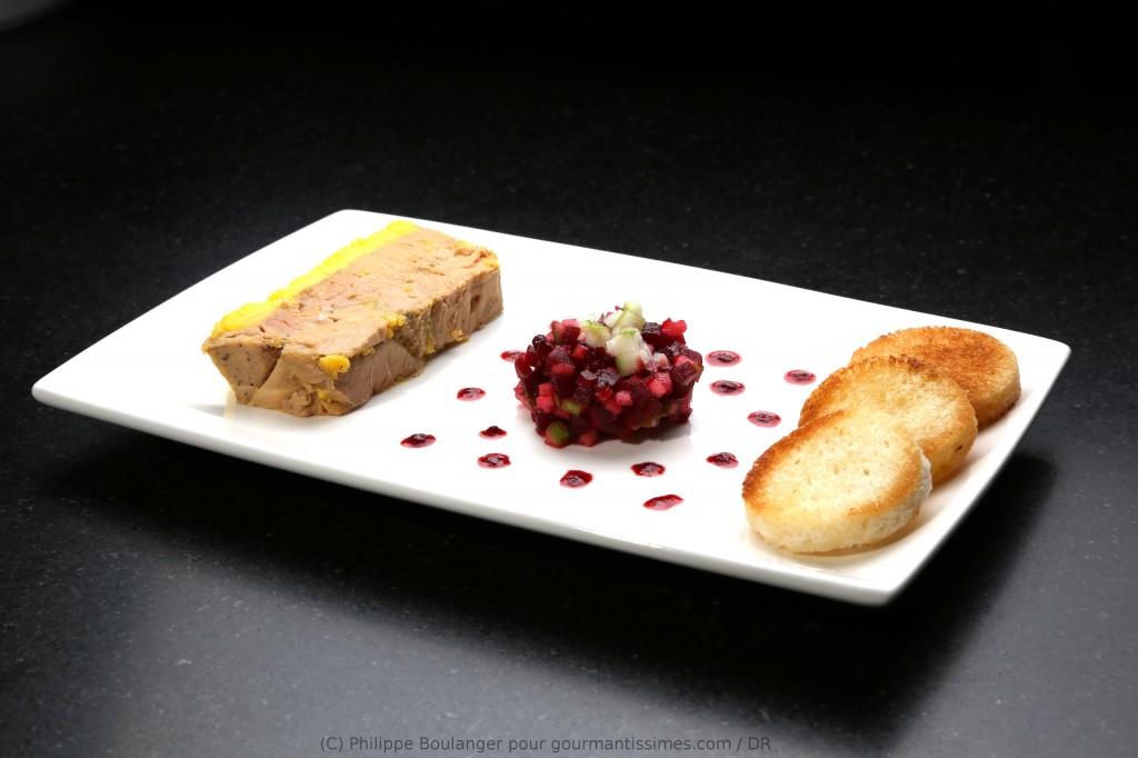 mon foie gras vanille basse température, salade de betterave et pommes, réduction de jus de betterave vinaigré
