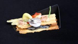 Gaufrette de Bruxelles,cabillaud mariné à l'encre de seiche, mousseline d'artichaut, passe pierre crevettes grises et pleurotes iodées