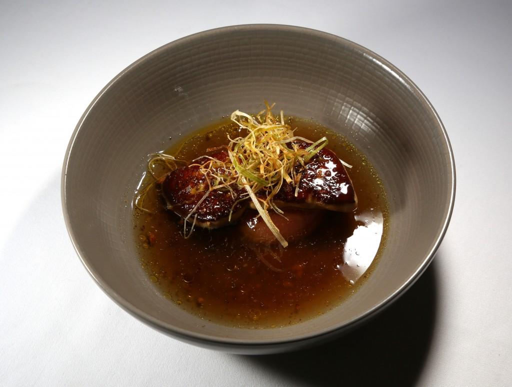 foie gras chaud, pêche et bouillon de réglisse