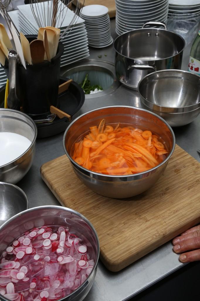 Réservez les légumes dans l'eau glacée