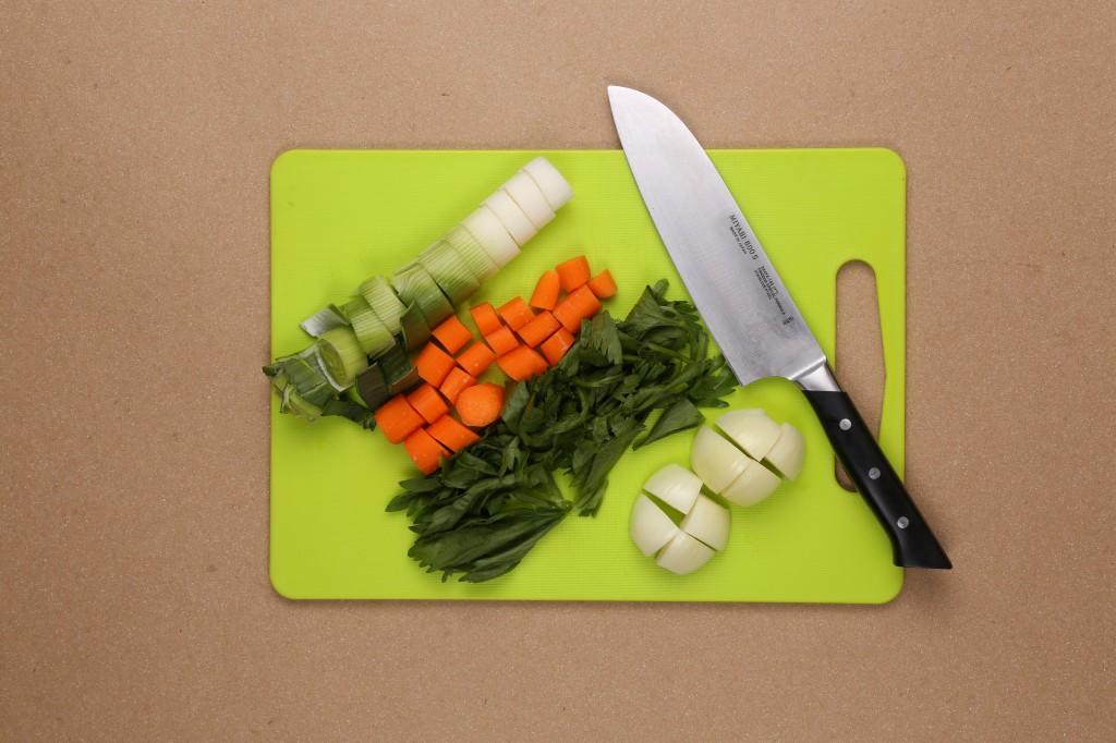 Taillez grossièrement les légumes