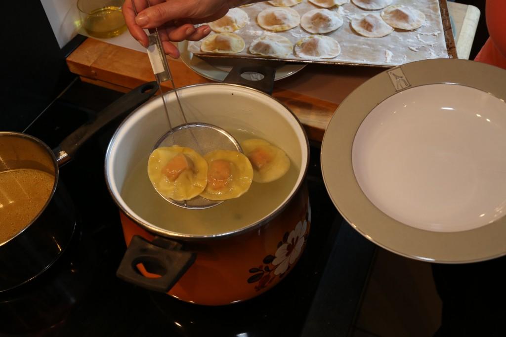 Égouttez les ravioles