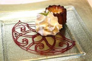 Canelé en rosace de coulis de betterave et chantilly à la verveine