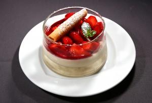 Meringue aux fraises et glace vanille