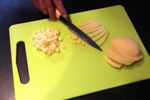 Taillez les pommes de terre en petits cubes