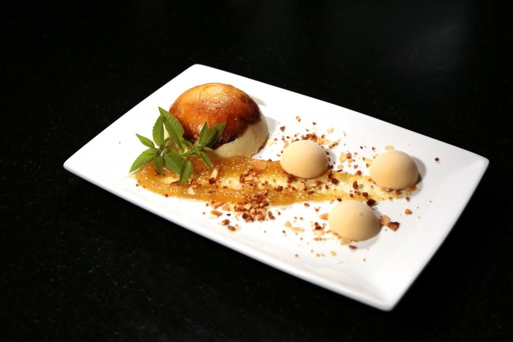 Douceur d'ananas au chocolat blanc, crème glacée coco
