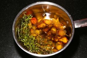 Mettre tous les ingrédients dans une casserole avec l'huile d'oilve