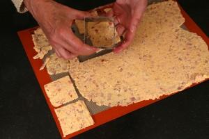 Détaillez la pâte à l'aide du même emporte pièce