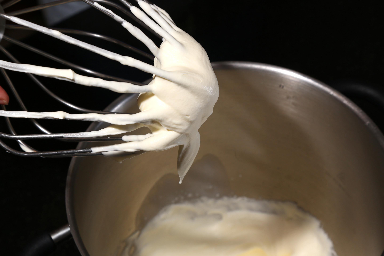 Fouettez la crème en chantilly