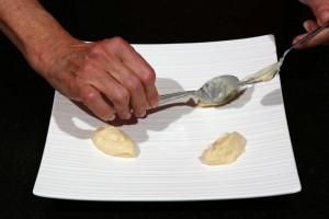Déposez des cuillerées de purée