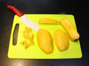 Coupez la mangue en cubes