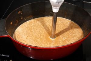 Mixez la sauce.