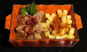 Saupoudrez avec la poudre de pain d'épice et décorez avec quelques feuilles de céleri.
