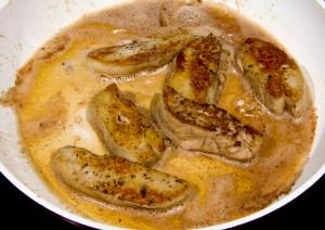 Poêlez les tranches de foie gras 2 mn de chaque côté