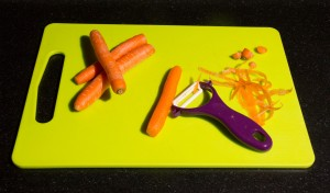 Épluchez les carottes