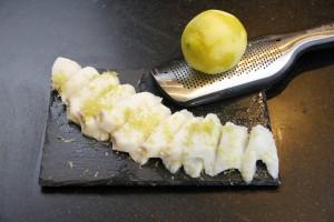 Râpez le zeste d'un citron vert
