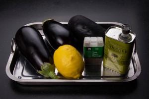 ingrédients pour le caviar d'augergines et la garniture aux aubergines