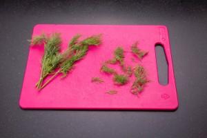 Prélevez des feuilles sur les queues de fenouil ou utilisez de l'aneth.