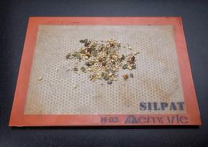 Torréfiez les graines au four
