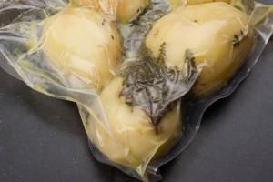 Mettre les pommes de terre sous vide