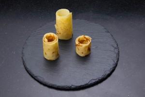 Dressez les tronçons de crêpes dans l'assiette