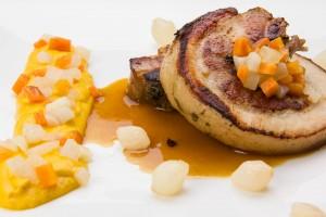 Cochon de 8 heures basse température, purée fine aux carottes, thym et orange
