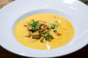 Foie gras en lichettes, champignons des bois, velouté de courge