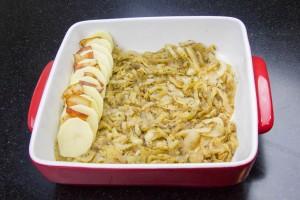Intercalez les pommes de terre et le lard