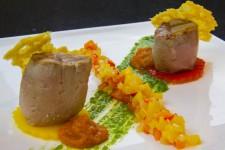 Porc ibérique basse température, ratatouille de poivrons et tuiles de parmesan