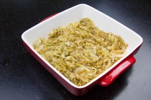 Garnissez le plat d'oignons