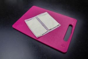 Coupez la pâte feuilletée en rectangle ( environ 12 cm sur 6 cm)