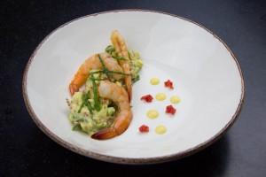 Disposez par dessus quelques pousses de salicorne et des œufs de saumon