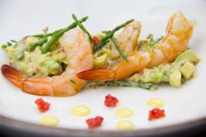 Gambas basse température , fraîcheur d'avocat et salicorne au wasabi