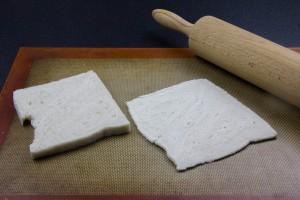 Aplatissez les tranches de pain