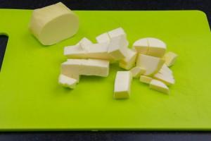 Coupez le beurre en morceaux