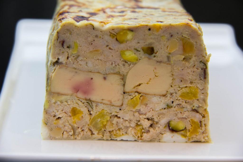 Terrine de porc et foie gras, pistaches et abricots