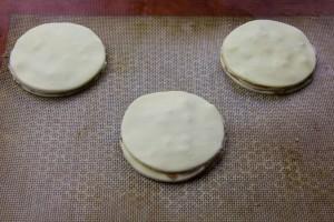 Puis recouvrez le tout par un dernier rond de pâte.