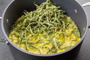 Versez le jus dans un casserole avec les dés de citrons