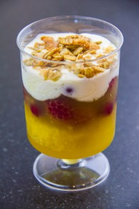 Verrine de gelée citron verveine aux fruits rouges
