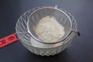 Tamisez la farine