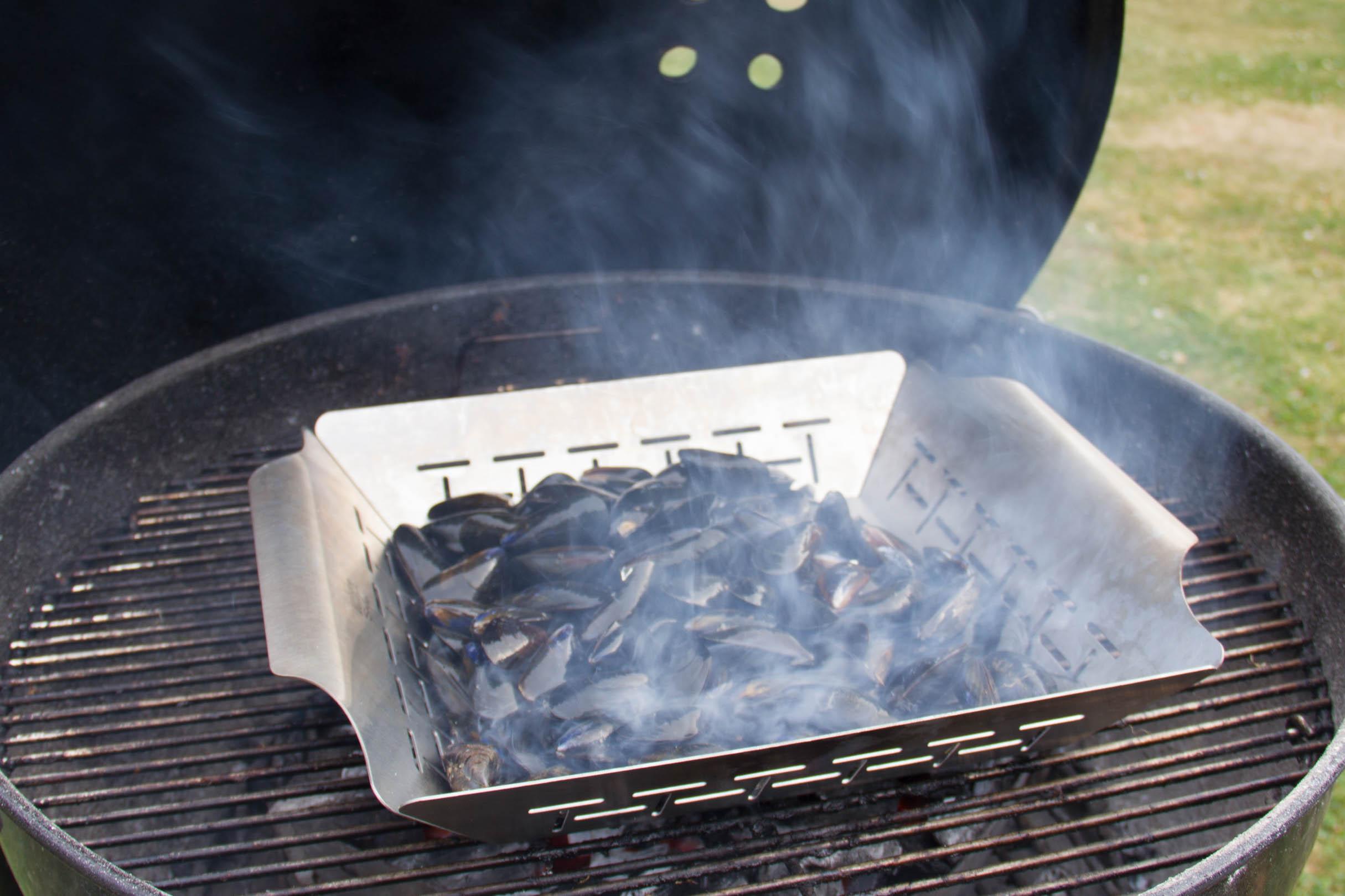 moules au barbecue, sauce crémeuse à l'ail et au thym - [les
