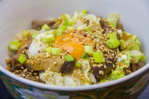 Mon Sukiyaki revisité (fondue japonaise au bœuf, nouilles et légumes)