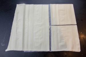Découpez la pâte de filo en carrés de 12 à 15 cm de côté