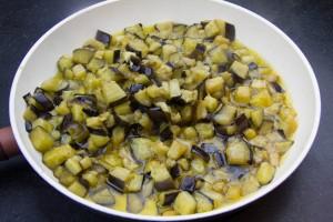 Faire revenir les aubergines dans l'huile d'olive