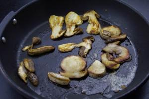 Faites les revenir dans une poêle avec une belle noix de beurre