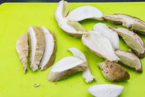 Coupez les cèpes en tranches