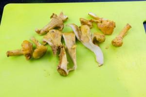 Coupez les champignons en morceaux