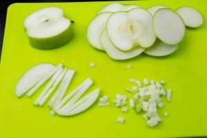 Coupez les pommes en petite brunoise