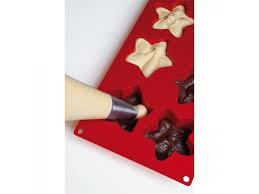 Coulez votre chocolat fondu dans les moules en forme d'étoiles